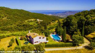 Vakantiehuis Cote d'Azur: Prachtig gelegen villa met groot zwembad en schitterend uitzicht op de Cote d'Azur.