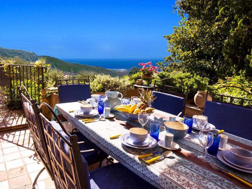 Vakantiehuis: Prachtig gelegen villa met groot zwembad en schitterend uitzicht op de Cote d'Azur. te huur voor uw vakantie in Var (Frankrijk)