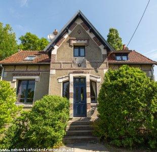 Deze gite ligt dichtbij stranden en bossen in Haute-Normandie, v.a. € 375 p/wk een fijn, veilig huis in het groen, met groot terras aan een riviertje