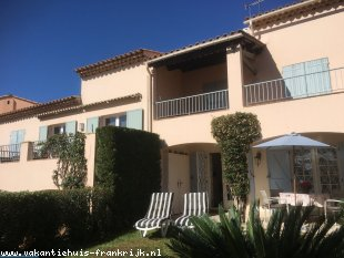 Vakantiehuis: Leuk Vakantiehuisje zuid Frankrijk bij Cannes aan zee, het huisje voor 2 volwassenen en 2 kinderen is rustig gelegen, en heeft uitzicht op zee.