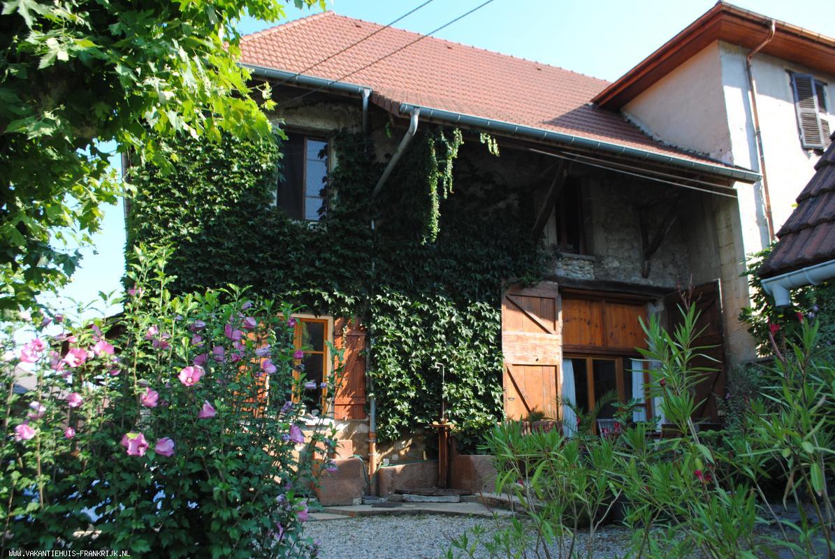 Vakantiehuis: Vakantiehuis met verwarmd privé zwembad te huur in Isère Zuid Frankrijk. te huur voor uw vakantie in Isere (Frankrijk)
