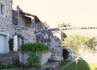 Ingang van Linquenda met terras