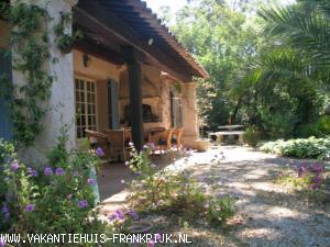 Vakantiehuis: Kleine villa in St. Tropez direct aan strand van Pampelonne te huur voor uw vakantie in Var (Frankrijk)