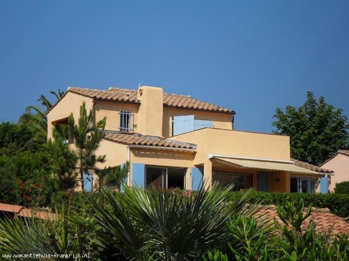 Vakantiehuis: Theoule sur Mer Vakantiehuis voor 6 pers. Schitterend uitzicht over baai naar Cannes. Nabij strand. te huur voor uw vakantie in Alpen Maritimes (Frankrijk)