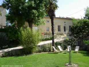 Gîte de Lascabanes, voorgevel en privé tuin <br>De Gîte de Lascabane. Behalve een privé terras en privé tuin, heeft U vrij toegang tot het park van het landgoed.