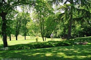 In het park van het Domaine de Lascabanes <br>Het is goed uitrusten in het park van Lascabanes.