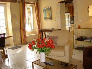 Gîte de Lascabanes, woonkamer <br>Ruime woonkamer met eethoek en aangrenzende volledig uitgeruste keuken. Direct internet acces.