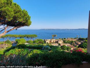 Vakantiehuis Cote d'Azur: Vakantiehuis met zeezicht.(Appartement met gemeenschappelijk zwembad) VAR te huur. Het huis is geschikt tot 6 personen en ligt in Zuid Frankrijk.