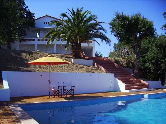 Vakantiehuis: Ruime villa met verwarmd privé zwembad en panoramisch uitzicht over de baai van St. Tropez. te huur voor uw vakantie in Var (Frankrijk)