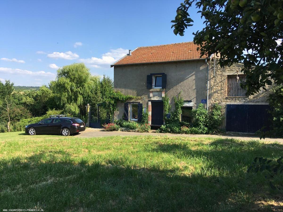 Vakantiehuis: Heerlijk vrijstaand huis met romantische tuin, uitzicht over de heuvels. te huur voor uw vakantie in Ardennes (Frankrijk)