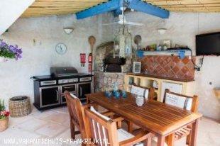 Buitenkeuken buitenkeuken met Pizzaoven, BBQ, TV, Koelkast