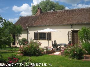 Vakantiehuis: L'Etang Nabot, sfeervolle boerewoning met mooie tuin te huur voor uw vakantie in Allier (Frankrijk)