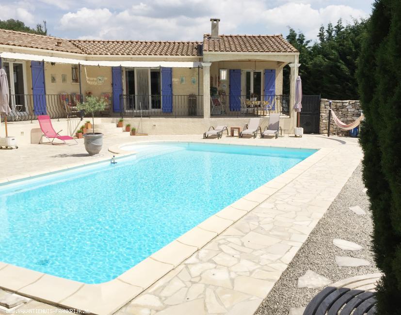 Vakantiehuis: Vakantiehuis villa Les Seuils, privé zwembad en jeu-de-boules baan. Ligging: Goudargues, departement Gard, regio Languedoc-Roussillon Zuid-Frankrijk te huur voor uw vakantie in Gard (Frankrijk)