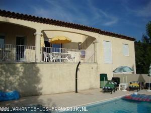 Vakantiehuis: Vakantiehuis met prive-zwembad in de groene Provence