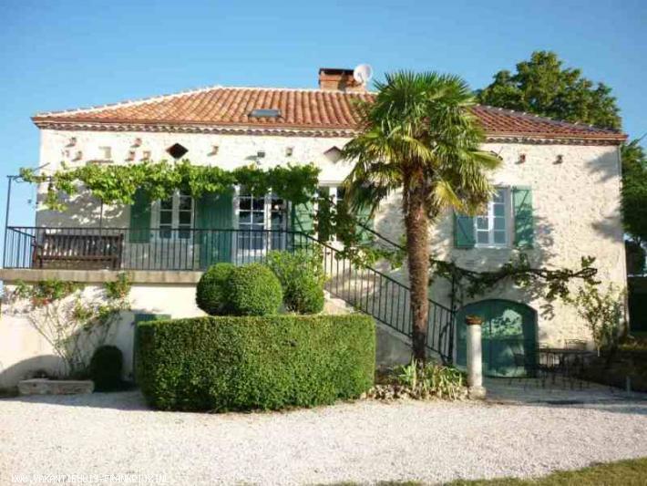 Vakantiehuis: kindvriendelijk vakantiehuis voor 6-22 personen met verwarmd privézwembad in de Lot te huur voor uw vakantie in Lot (Frankrijk)