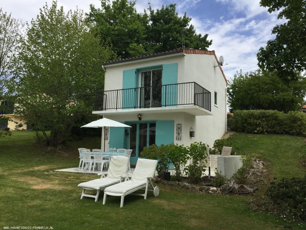 Vakantiehuis: Village le Chat, Ecuras, vakantiehuis op vakantiepark nabij golfbaan, vrij uitzicht op het meer, zeer geschikt voor een gezin, gratis WIFI te huur voor uw vakantie in Charente (Frankrijk)