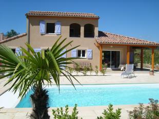 Vakantiehuis met zwembad: Vrijstaande villa Le Mouton, villanr. 33 (2-6 pers.) met verwarmd prive zwembad en Airco op luxe villapark aan de rivier de Ardèche