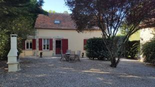 Vakantiehuis: Te huur: Onze gezellige vrijstaande 6-persoonsfermette La Rosière met privé-zwembad in de Allier. Een eldorado voor kinderen, volwassenen en hond(en).