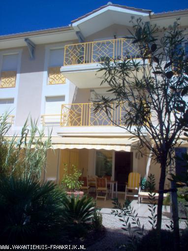 Vakantiehuis: Vakantiehuis aan de Cote d'Azur in st Raphael(met airco) en mooi aangelegde tuin, zwembad en garage prachtige ligging in de Provence op een golfresort te huur voor uw vakantie in Var (Frankrijk)