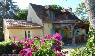 Vakantiehuis met zwembad: Vakantiehuis met prive zwembad en geweldig uitzicht in de Dordogne