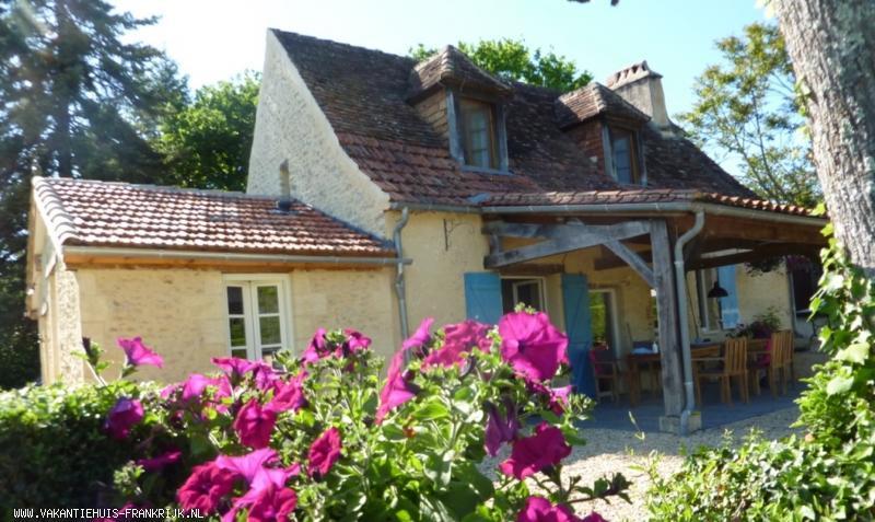 Vakantiehuis: Vakantiehuis met prive zwembad en geweldig uitzicht in de Dordogne te huur voor uw vakantie in Dordogne (Frankrijk)
