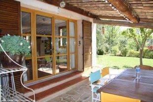 Prachtig terras aangrenzend aan woonkamer
