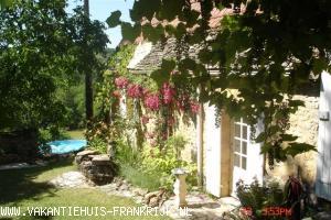 Vakantiehuis: Prachtig verbouwde voormalige boerderij met zwembad op toplocatie. Nabij bos en Les Eyzies! met @ te huur voor uw vakantie in Dordogne (Frankrijk)