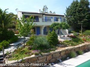 Vakantiehuis Cote d'Azur: Onze prachtige prive villa met beveiligd zwembad, vrij uitzicht Geschikt voor 1- 2 gezinnen ,Airco, ,Ned TV ,Wifi en doc systeem aanwezig.