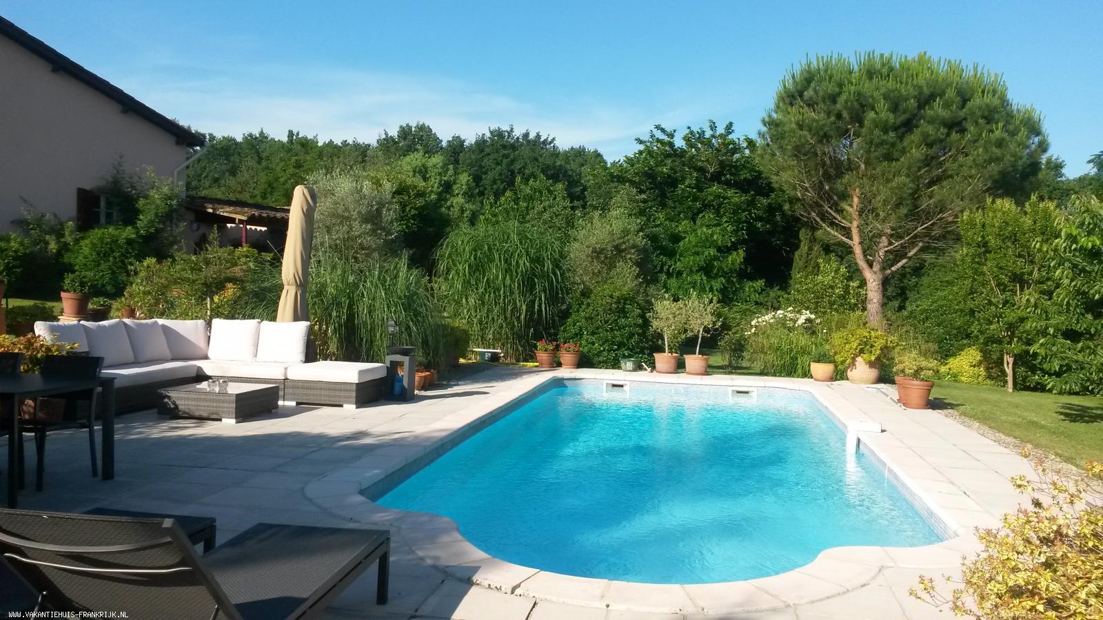 Vakantiehuis: Luxe en sfeervolle gîte met zwembad in een rustige omgeving te huur voor uw vakantie in Tarn et Garonne (Frankrijk)