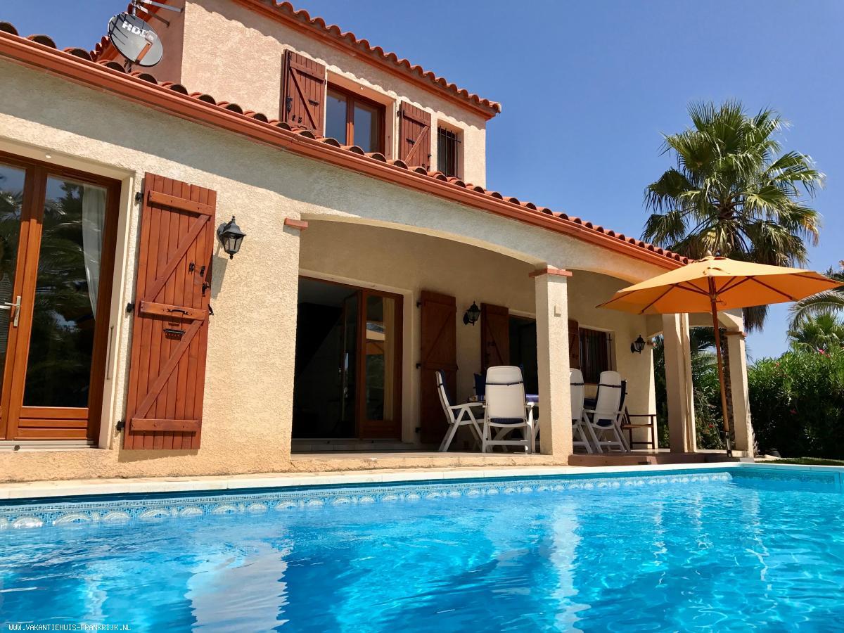 Vakantiehuis: *** VAKANTIEVILLA L'ANCIENNE VIGNE *** Luxe vakantievilla met privé zwembad in Zuid-Frankrijk (Pyrènées Orientales) op 8 km van de Middellandse Zee te huur voor uw vakantie in Pyreneeen Orientales (Frankrijk)