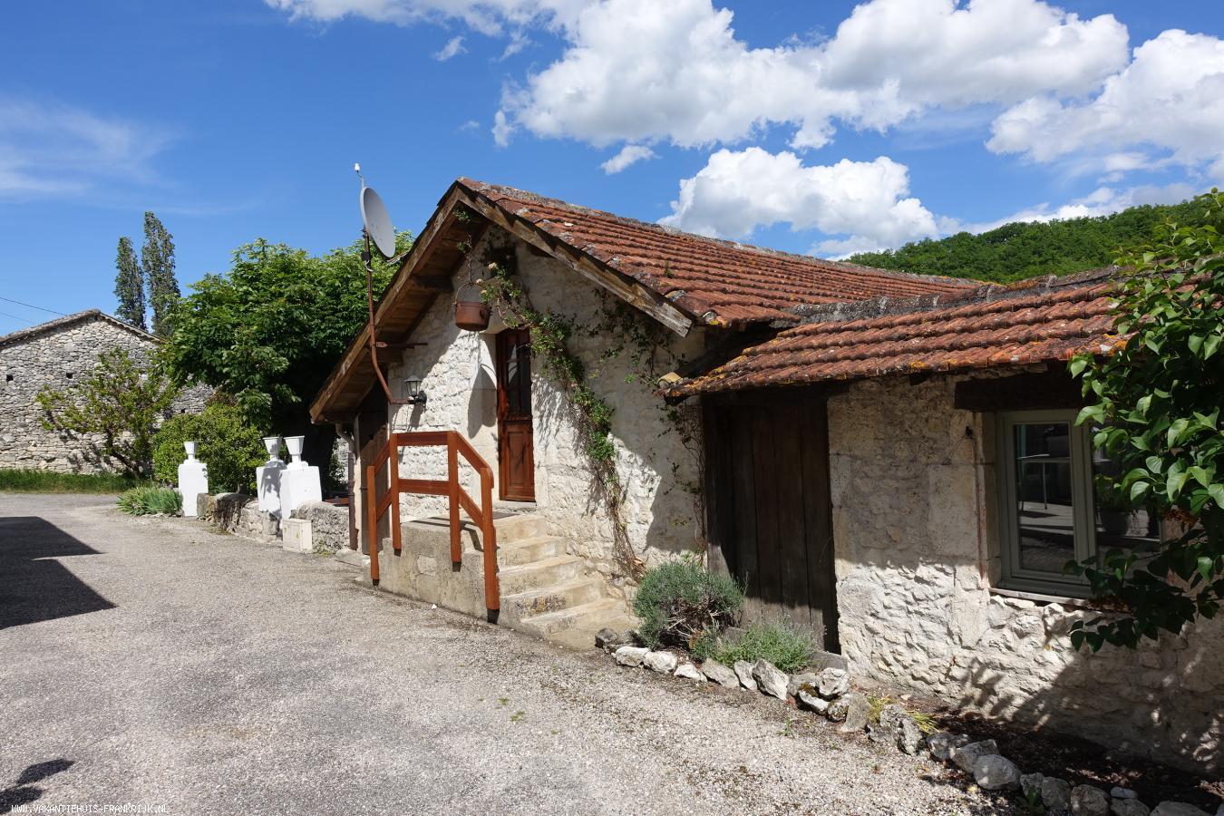 Vakantiehuis: Gezellige en ruim ingerichte vakantiewoning gîte Zuidwest Frankrijk met privé zwembad in rustige en groene omgeving te huur voor uw vakantie in Lot et Garonne (Frankrijk)