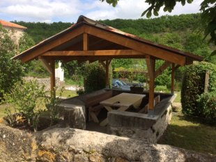 Pavilioentje Heerlijk vertoeven voor een glaasje wijn, ontbijt of etentje