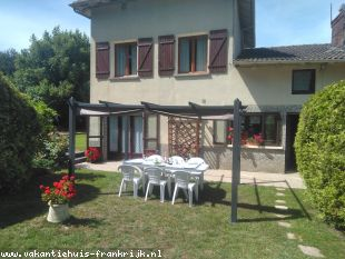 Vakantiehuis: Limousin holiday rental with pool sleeps 8/12 people.