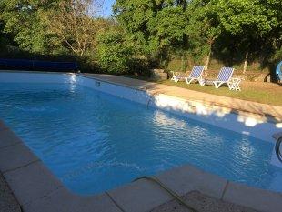 Zwembad Zwembad 10x5 meter. Met alarm. Douche. Romeinse trap met beugel om makkelijk in en uit te stappen. Safety-edge rondom.