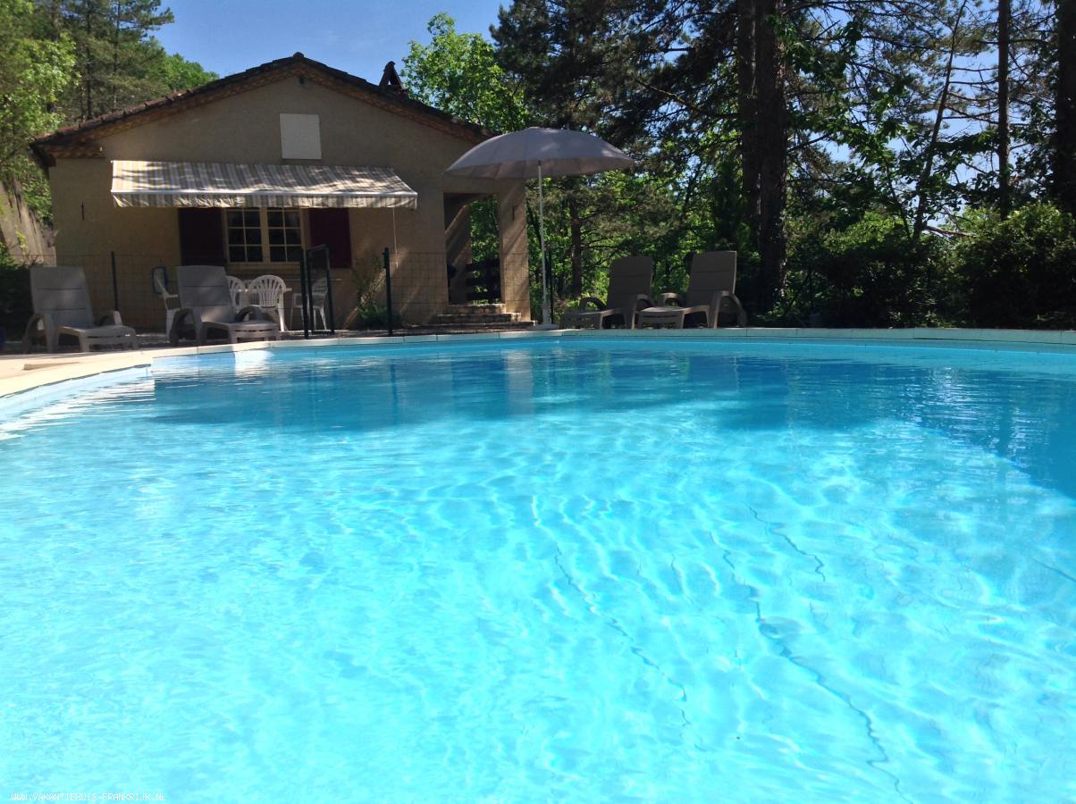 Vakantiehuis: Te huur zeer comfortabele vrijgelegen vakantie villa met prive zwembad 7 personen met gratis WiFi te huur voor uw vakantie in Lot (Frankrijk)