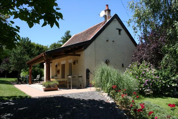 Vakantiehuis: sfeervol vakantiehuis met zwembad geschikt voor kinderen in de Auvergne creatieve mogelijkheden te huur voor uw vakantie in Allier (Frankrijk)