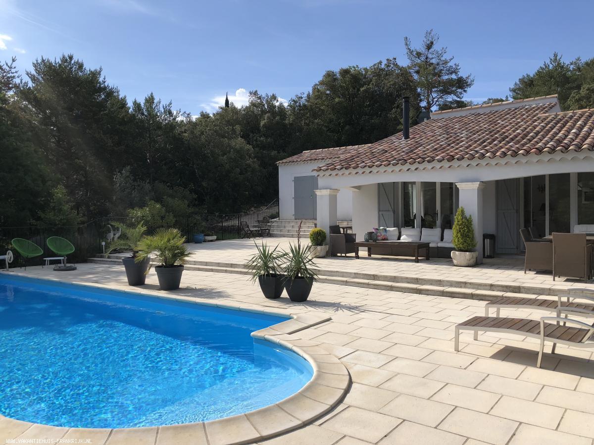 Vakantiehuis: goed ingerichte vrijstaande vakantiewoning met verwarmd zwembad in de mooie Provence in de Var bij Tourtour, Lorgues, Gorge du Verdon te huur voor uw vakantie in Var (Frankrijk)