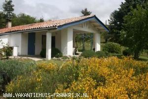 Vakantiehuis: Te huur: ons familiehuis in de buurt van Vernoux-en-Vivarais. Het huis is tot 10 oktober verhuurd.