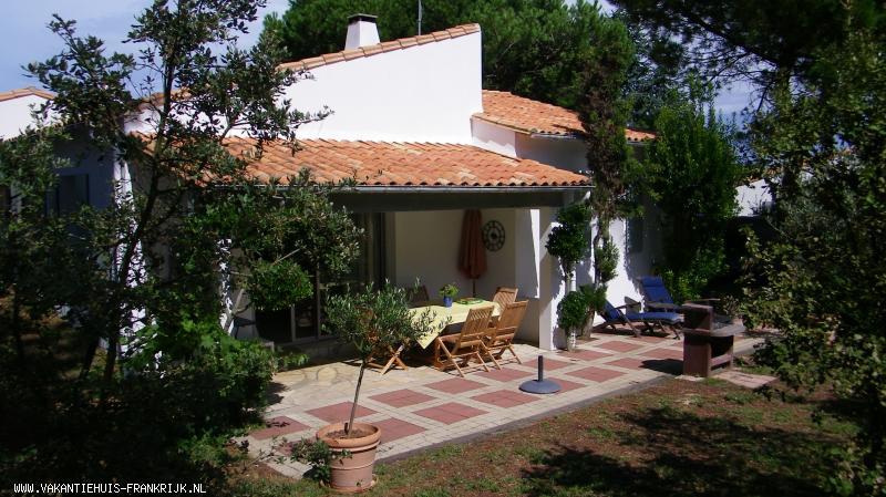 Vakantiehuis: Dit romantische vakantiehuis op Ile de Ré, omgeven door natuur, ligt op een toplocatie vlak bij zee. te huur voor uw vakantie in Charente Maritime (Frankrijk)