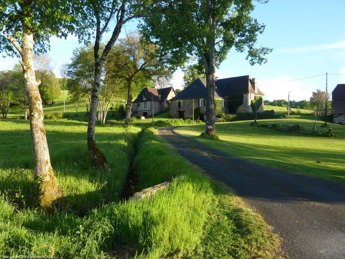 Vakantiehuis: Vrijstaande 5-persoons vakantiewoning met prive zwembad in prachtig en rustig heuvelachtig landschap, op 500 m. van de Dordogne te huur voor uw vakantie in Dordogne (Frankrijk)
