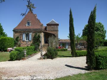 Vakantiehuis: Vakantiehuis / villa met privé zwembad, boomgaard en apart gastenverblijf. Rustig gelegen op een heuvel met wijds uitzicht over het Dordogne gebied te huur voor uw vakantie in Dordogne (Frankrijk)