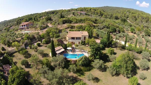 Vakantiehuis: Vakantie-villa met zwembad en prachtig uitzicht in hartje Provence voor 6 personen te huur voor uw vakantie in Var (Frankrijk)