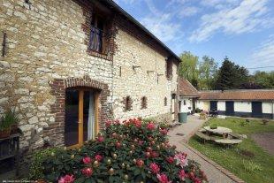 De Grand Gîte in Festina Lente De prachtig gerenoveerde 180 jaar oude stenen schuur kan 10 personen comfortabel slapen in Festina Lente in het rustige.