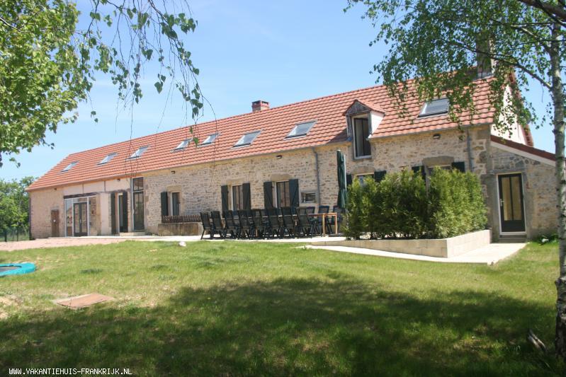 Vakantiehuis: Domaine de la Croix is een grote, luxe en kindvriendelijke vakantieboerderij met privé zwembad voor maximaal 16 personen. te huur voor uw vakantie in Nievre (Frankrijk)