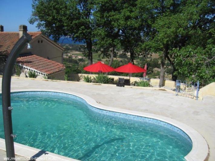 Vakantiehuis: Vakantie villa Sinnewille: Een 7 persoons huis, prive zwembad, eigen wijngaard. Panoramisch uitzicht over zee. Strand, golf, pittoreske dorpjes te huur voor uw vakantie in Var (Frankrijk)