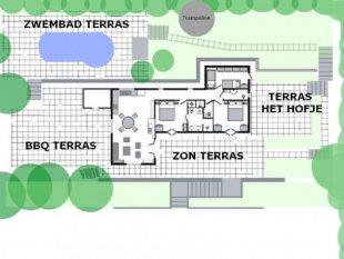 plattegrond van het huis en de 4 terrassen Hier ziet u een plattegrond van het huis met de vier terrassen. Het volledige terrein is 4600m2.