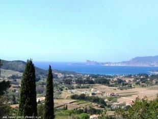 Uitzicht over de Middellandse Zee vanaf alle 4 de terrassen Deze foto en de volgende vormen samen het panoramisch uitzicht van Sinnewille met uitzicht over de baai van La Ciotat