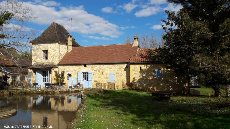 Vakantiehuis: Vakantie Perigord: Vakantieverblijf (Villa) met privé zwembad in de Lot Midi Pyrèneés te huur. Het huis in de Lot is geschikt voor 10 (tot 12)personen te huur voor uw vakantie in Lot (Frankrijk)
