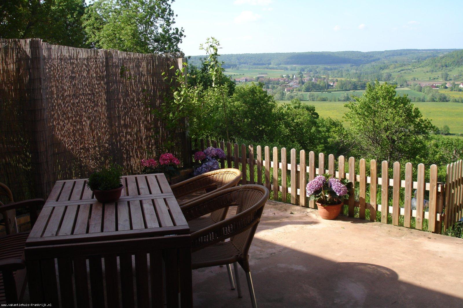 Vakantiehuis: Maison Montesson is te huur voor wie van rust, een fraaie omgeving en het rustieke Franse landschap houd. te huur voor uw vakantie in Haute Marne (Frankrijk)