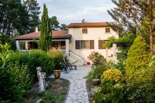 Vakantiehuis Languedoc: Vakantiehuis met prive zwembad voor 2 tot 15 personen in de Gard.